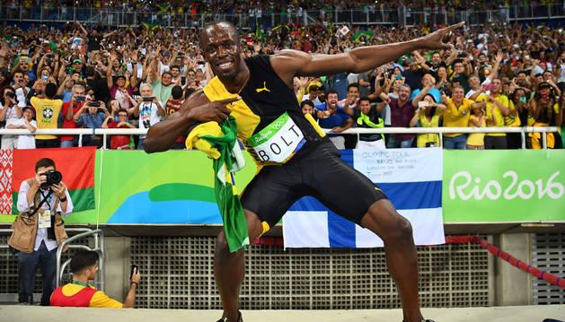 El jamaicano Usain Bolt posa tras ganar su noveno oro.