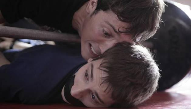 Los actores Joan Carles Suau y Albert Carbó en una escena de la película 'Bullying'.