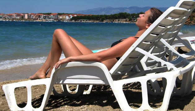 Al año se registran más de cien casos de melanoma en Navarra y siguen creciendo