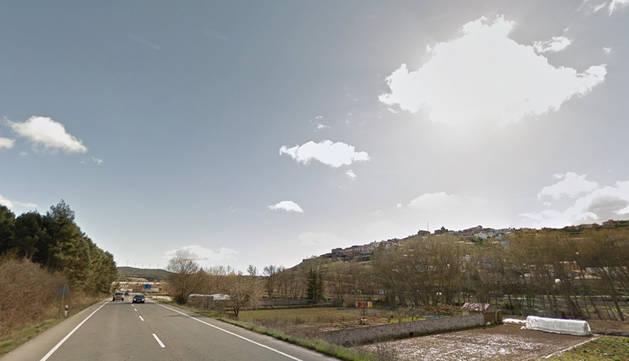 Un accidente de camión ha obligado a cortar la N-121, a la altura de Pueyo