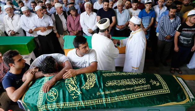 Erdogan dice que el suicida era un niño de 12 a 14 años y que todo apunta al EI