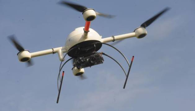 Dron en pleno vuelo.