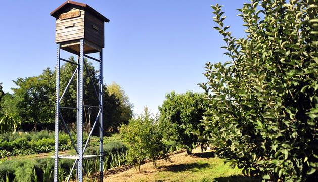 El Myotis Hotel para murciélagos instalado en el huerto de Juan González del Arco y Felipe Marín Barásoain.