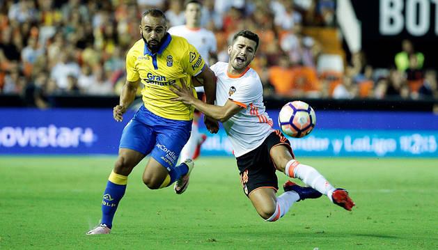 Las Palmas empieza la Liga con buen pie y conquista Mestalla