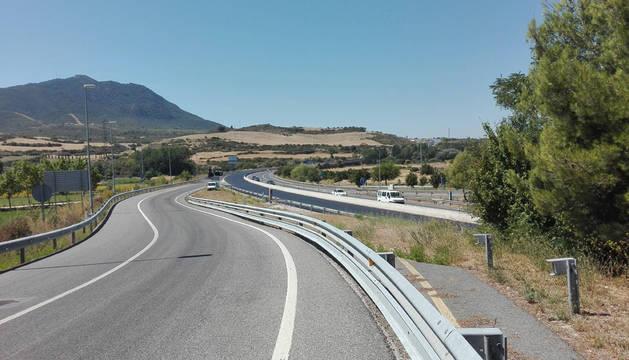 Imagen que recoge el enlace a Tafalla, cerrado al tráfico, y las dos calzadas de la A-12 (con doble dirección la de sentido Logroño).