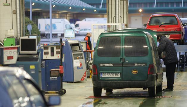 Revisión de vehículos en la ITV del polígono Los Agustinos.