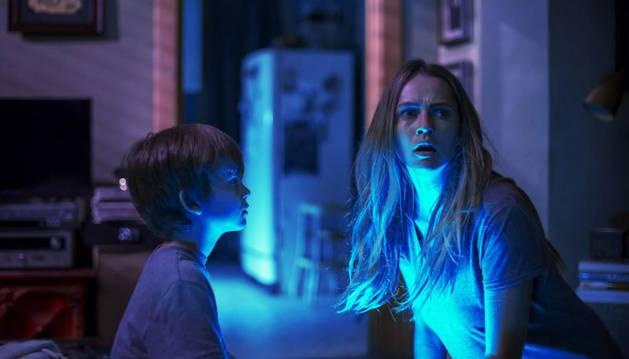 Imagen de la película 'Nunca apagues la luz'.