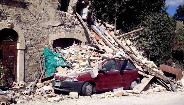 Varias localidades se encuentran muy afectadas por la fuerza del seísmo que ha derrumbado numerosos edificios y ha provocado varios muertos y heridos