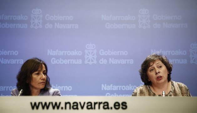 Las consejeras de Desarrollo Rural, Medio Ambiente y Administración local y de Cultura, Deporte y Juventud (d) y Ana Herrera (i),  durante la rueda de prensa de este miércoles.