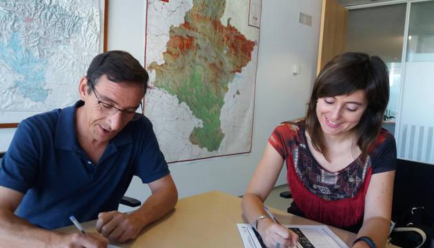 El director general de Desarrollo Rural, Ignacio Gil, y la presidenta de Cederna Garalur, Maite J. Iturre.