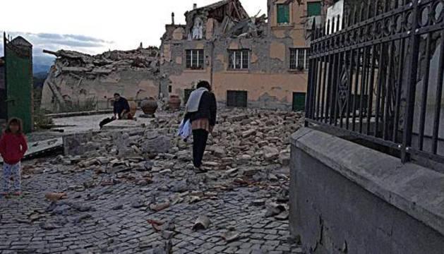 Tres muertos por el seísmo de 6 grados que sacudió el centro de Italia