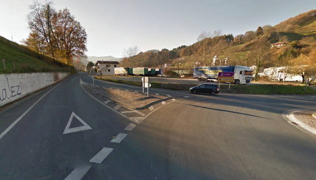Dos vehículos han chocado a las 13.52 horas en la carretera NA-4000, en Lesaka.