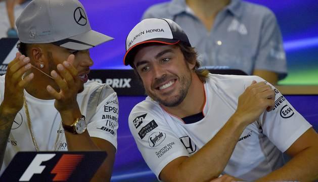 Alonso, junto a Hamilton, en la rueda de prensa previa al Gran Premio de Bélgica.