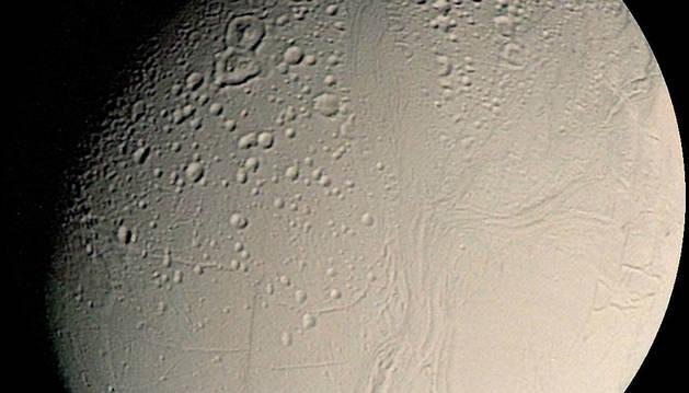 Imagen de Saturno, planeta al que viajó la Voyager 2.