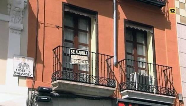 Un anuncio de una vivienda en alquiler.