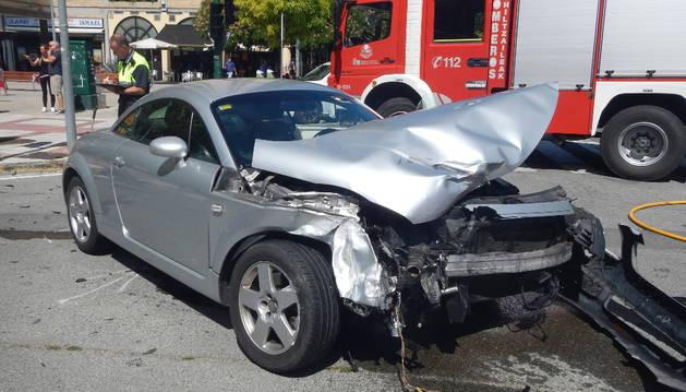 Uno de los vehículos afectados en el accidente en la avenida Sancho el Fuerte.