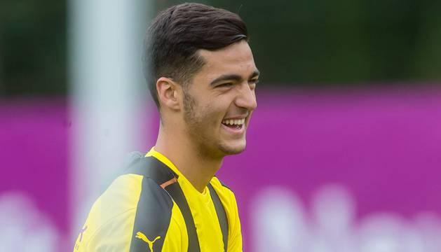 Mikel Merino, durante un entrenamiento del Borussia.