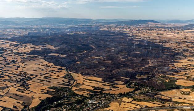 Imagen aérea de las cerca de 4.000 hectáreas calcinadas, el mayor incendio de Navarra.
