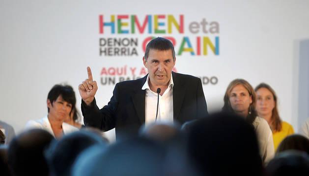 Otegi, durante un acto político celebrado en el Parque Tecnológico de Miramón, en San Sebastián.