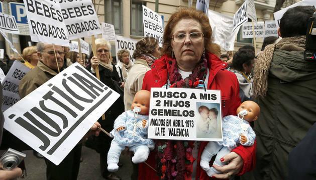 Manifestación para pedir la devolución de niños robados en Madrid en 2013.