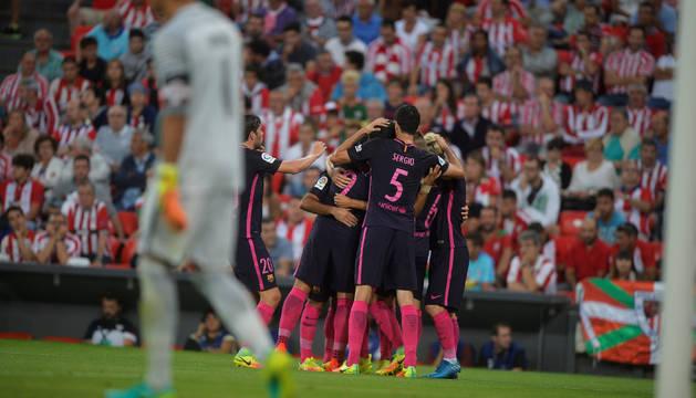 Los jugadores del Barcelona celebran el 0-1.