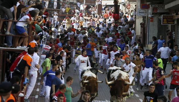 El tercer encierro de San Sebastián de los Reyes se ha saldado con siete heridos, uno de ellos por asta de toro en el glúteo y otro con una fractura en el hombro.