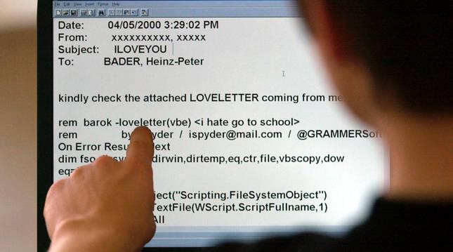 Un internauta frente a un correo electrónico infectado.