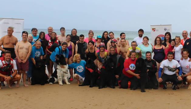 Los participantes, en la playa de Santoña (Cantabria).