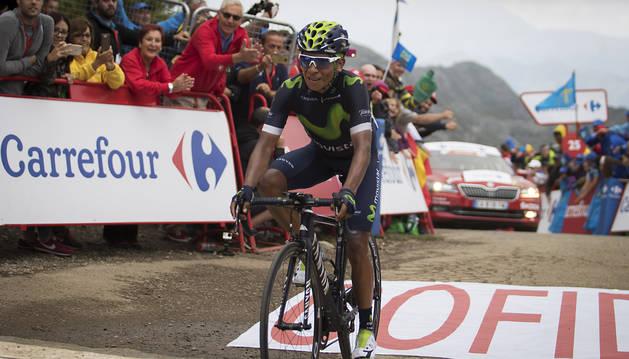 Nairo Quintana celebra su victoria en los Lagos.