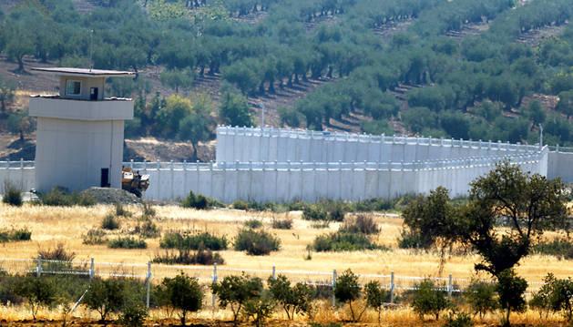 Turquía mantiene su ofensiva en Siria pese a las críticas de EE UU