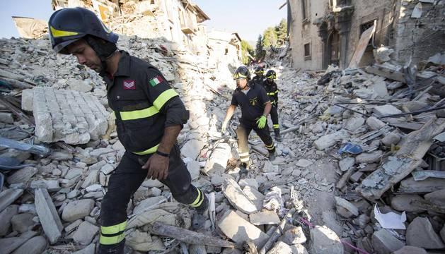 Los equipos de rescate siguen encontrando cuerpos en Amatrice