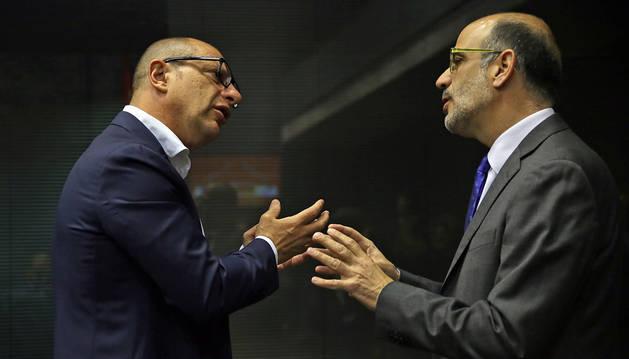 Carlos Gimeno (izda) y Alberto Catalán (dcha), portavoces de Educación del PSN y UPN.