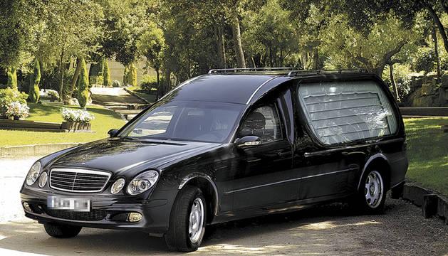 Coche fúnebre.
