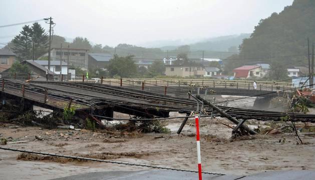 El tifón deja once muertos y al menos tres desaparecidos