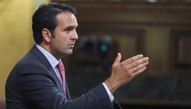 El portavoz de UPN, Íñigo Alli, durante su intervención en la segunda sesión del debate de investidura.