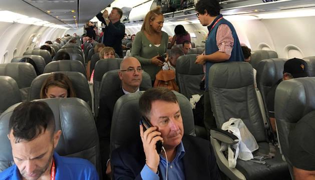 Pasajeros del primer vuelo comercial entre Estados Unidos y Cuba.