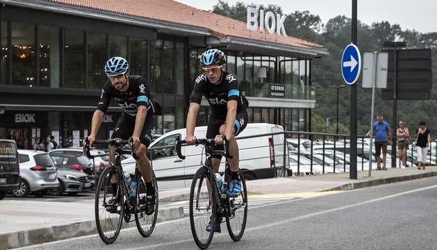 Diario de Navarra recorrió con el ciclista del Sky los últimos kilómetros de la etapa de hoy