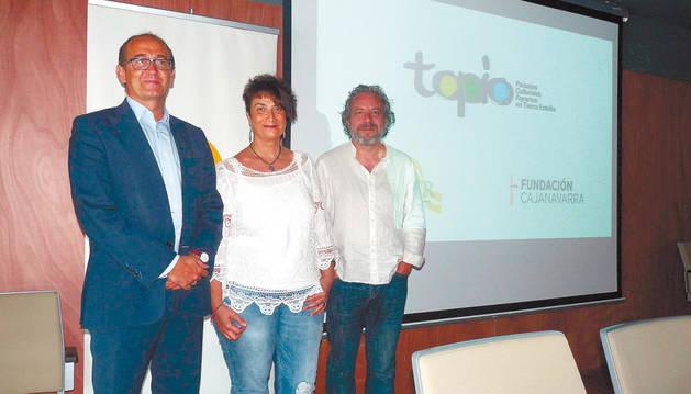 Desde la izquierda, Javier Fernández Valdivielso, Mariví Sevilla Marzo y José Luis Echeverría Arróniz.