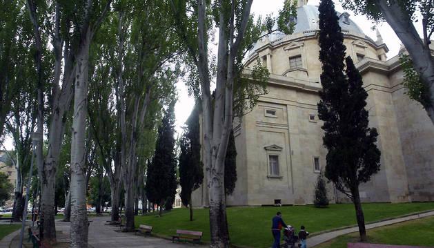 Parte trasera del Monumento a los Caídos de Pamplona.