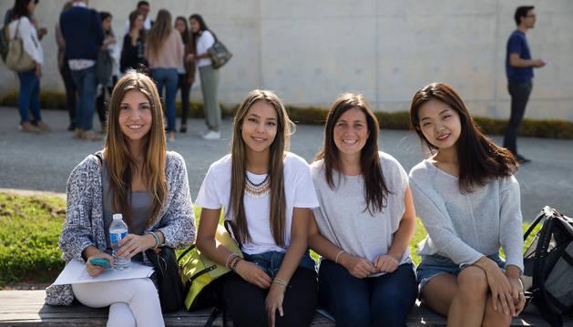 María Valenzuela, Laura Soto, Loreto Manieu y Yoon Ju Chung, alumnas internacionales de Periodismo.