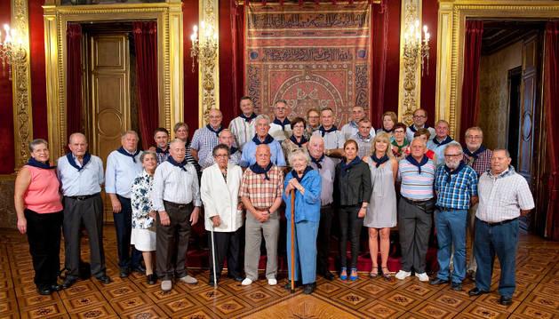 Foto de grupo de los asistentes a la recepción.