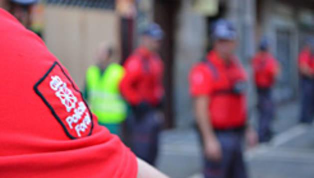 Detalle de un uniforme de la Policía Foral.
