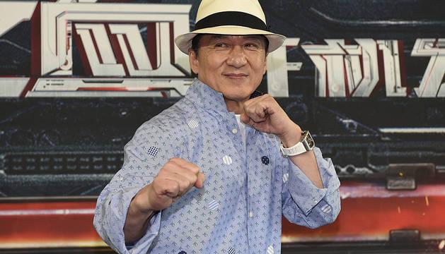 Jackie Chan, posando para los medios durante una rueda de prensa en Sydney.