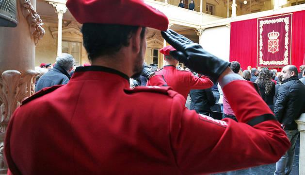 Un agente, durante la fiesta de la Policía Foral el pasado mes de febrero.