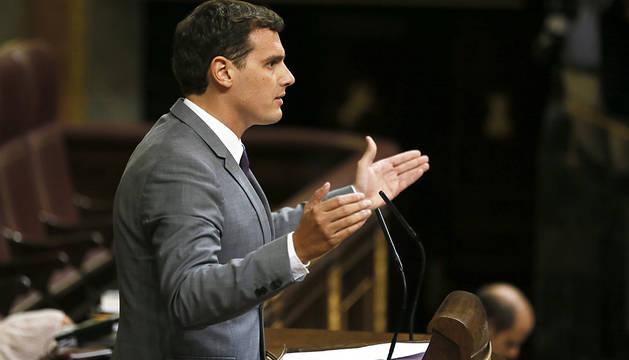 Rivera pide a PP y PSOE que reflexionen sobre por qué fracasan sus candidatos