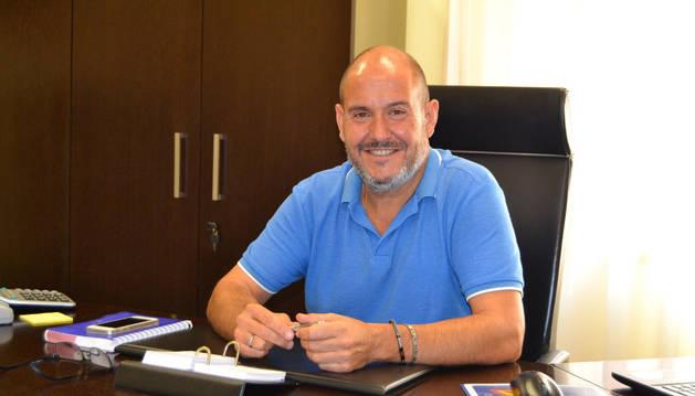 Ignacio Gutiérrez, alcalde de Azagra, en su despacho del ayuntamiento.