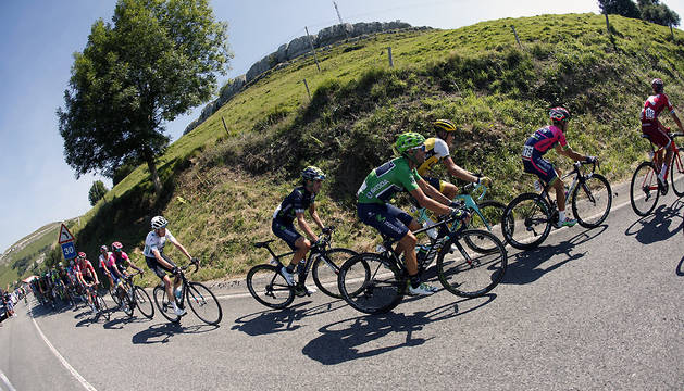 El pelotón, durante la 12ª etapa de la Vuelta Ciclista a España 2016.