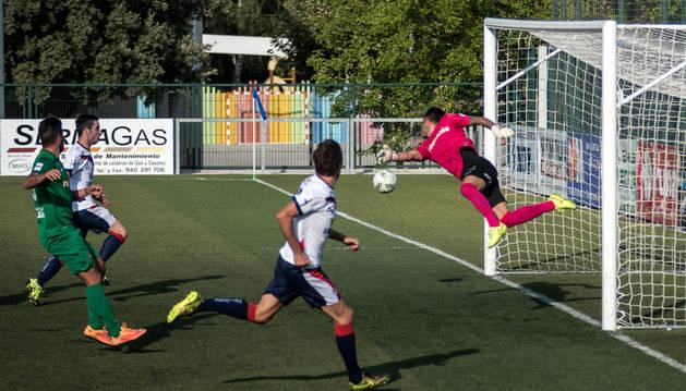 Andoni Ibero celebra el gol que logró y que sirvió para empatar.