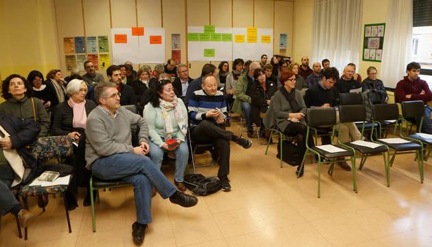 Asistentes al foro de barrio organizado por el Ayuntamiento sobre las zonas de San Juan, Ermitagaña y Mendebaldea.