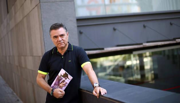 Joan Lluís Goas, durante la entrevista con motivo de la publicación de 'Entre dioses y monstruos'